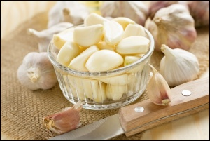 Chopped-Garlic-Close-Up